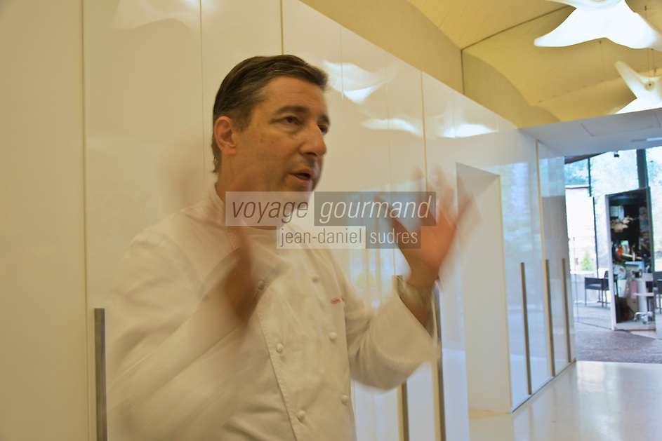 Europe/Espagne/Catalogne/Catalogne/Gérone: Joan Roca , chef du El Celler de Can Roca à la deuxième place de la liste The World's 50 Best Restaurants _ Détail de la Salle de restaurant [Non destiné à un usage publicitaire - Not intended for an advertising use]