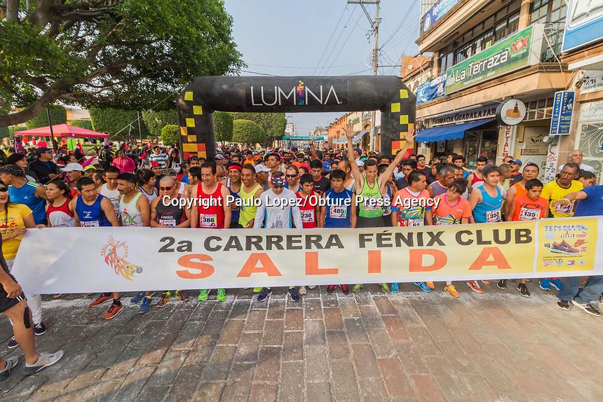 San Juan del Río.,Qro. 28 de Mayo del 2017.- Se lleva acabo la segunda edición de la carrera Fenix, donde corrieron mas de 500 corredores de diferentes edades y en las dos categorías que tiene la de 5 kilometros y la de 10 kilometros, esta carrera dio comienzo pasadas las 8 de la mañana.