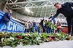 Stockholm 2014-04-06 Fotboll Allsvenskan Djurg&aring;rdens IF - Halmstads BK :  <br /> Djurg&aring;rdens supportrar l&auml;gger rosor nedanf&ouml;r Sofial&auml;ktaren som en hyllning till den Djurg&aring;rdssupporter som avled i samband med allsvenska premi&auml;ren i Helsingborg<br /> (Foto: Kenta J&ouml;nsson) Nyckelord:  Djurg&aring;rden DIF Tele2 Arena Halmstad HBK supporter fans publik supporters rosor ros hyllning hylla sorg