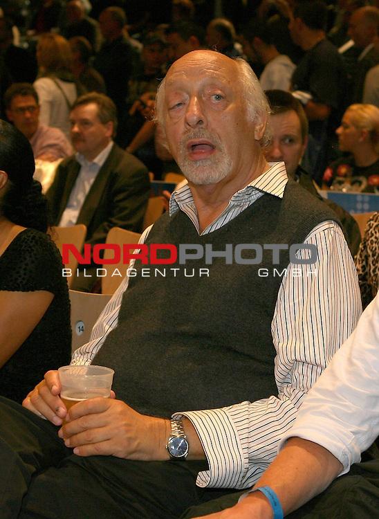 NABA-Meisterschaft im Schwergewicht<br /> NABA Heavyweight Title 12 rounds<br /> Berufsboxgala in der EWE Arena in Oldenburg<br /> Jean-Francois Bergeron (Kanada #Titelverteidiger / Champion) vs Nikola Valuev ( Russland # Herausforderer / Challenger )<br /> Karl Dall<br /> Foto &copy; nph ( nordphoto )<br /> <br /> <br /> <br /> <br /> <br /> <br /> <br /> <br /> <br /> <br /> <br /> <br /> <br /> <br /> <br /> <br /> <br /> <br /> <br /> <br /> <br /> <br /> <br /> <br /> <br /> <br /> <br /> <br /> <br /> <br /> <br />  *** Local Caption ***