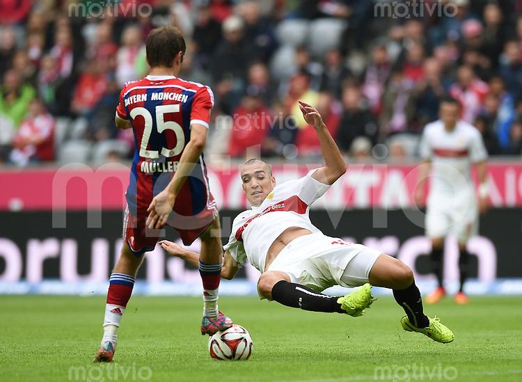 Fussball  1. Bundesliga  Saison 2014/2015   3. SPIELTAG FC Bayern Muenchen - VfB Stuttgart       13.09.2014 Thomas Mueller (li, FC Bayern Muenchen) gegen Oriol Romeu (re, VfB Stuttgart)