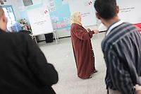 23 ottobre 2011 Tunisi, elezioni libere per l'Assemblea Costituente, le prime della Primavera araba: una donna al voto nel seggio elettorale.<br /> premieres elections libres en Tunisie octobre <br /> tunisian elections