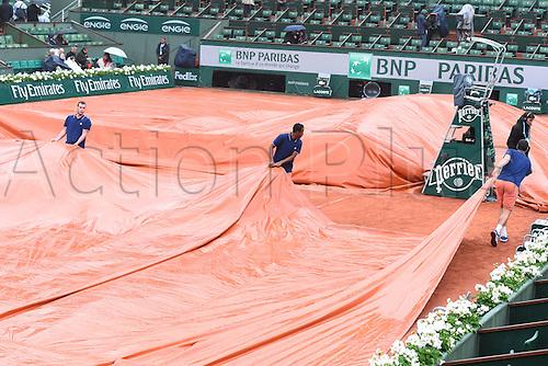 31.05.2016. Roland Garros, Paris, France. French Open tennis tournament. Centre court during the rain delayed match Djokovic against Roberto Bautista Agut