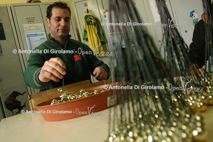 I dipendenti del Servizio Addobbi del Comune di Roma preparano le 500 corone commemorative per l'anniversario delle fosse Ardeatine, strage della dittatura nazifascista..Employees of service decorations of the Municipality of Rome prepare the 500 crowns for the commemorative anniversary of the Ardeatine ditches, the massacre of the Nazi dictatorship...