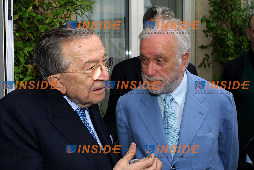 """Roma, 18 Giugno 2003. Presentazione volume """"Motori"""" dell'Enciclopedia dello Sport Treccani. Giulio Andreotti e Luciano De Crescienzo."""