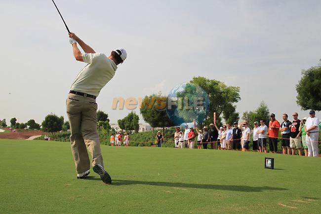 Padraig Harrington tees off on the 8th tee during  Day 2 at the Dubai World Championship Golf in Jumeirah, Earth Course, Golf Estates, Dubai  UAE, 20th November 2009 (Photo by Eoin Clarke/GOLFFILE)