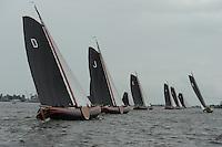 SKUTSJESILEN: WOUDSEND: Hegemer Mar, 06-08-2012, SKS skûtsjesilen, wedstrijd Woudsend, skûtsjes Drachten, Joure, Earnewâld en Bolsward strijdend om plek 5, daarvoor Heerenveen en Grou op plek 3 en 4, achterin het beeld zijn de skûtsjes d'Halve Maen (2e) en Sneek (1e) nog zichtbaar, ©foto Martin de Jong