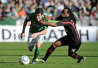 FUSSBALL   1. BUNDESLIGA   SAISON 2011/2012   27. SPIELTAG SV Werder Bremen - FC Augsburg                        24.03.2012 Zlatko Junuzovic (li, SV Werder Bremen) gegen Lorenzo Davids (re, Augsburg)