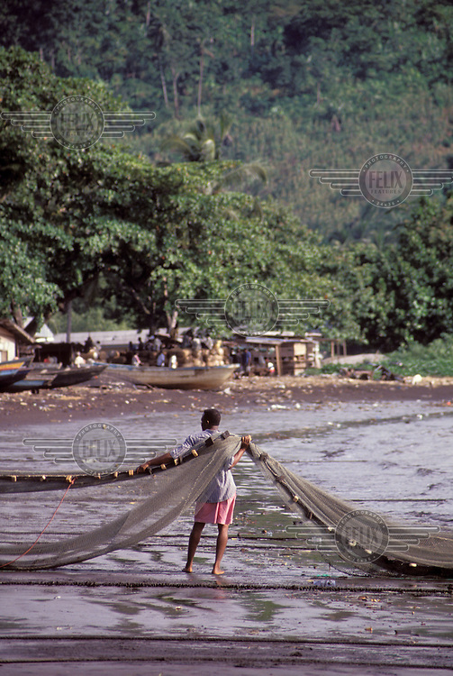 © Giacomo Pirozzi / Panos Pictures..CAMEROON..Fisherman taking out his nets.