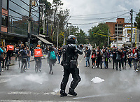 "BOGOTA - COLOMBIA, 13-09-2018: El día jueves se presentaron protestas por el fin del programa ""ser pilo paga"" y también algunos enfrentamientos entre estudiantes de la Universidad Pedagógica Nacional y la policia, los cuales empezaron desde las 12 del medio día y finalizaron aproximadamente a las 5 de la tarde. / On thursday, it presented some protests for the end of the program ""ser pilo paga"" and olso some confrontations betwen students of the National Pedagogica university and members of the police, which started at noon and finished at 5 pm. Photo: VizzorImage / Nicolas Aleman / Cont"