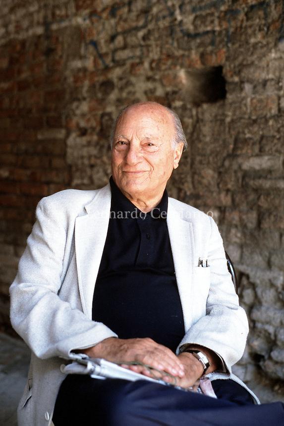 Raffaele La Capria (born 8 October 1922) is an Italian novelist and screenwriter, known especially for the three novels which were collected. Mantua 13 settembre 2000. © Leonardo Cendamo