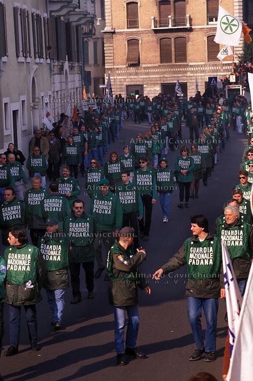15 FEB 1998 Verona: manifestazione della Lega contro il magistrato Papalia. Guardia Nazionale Padana.FEB 15 1998 Verona: demonstration of the League against the magistrate Papalia. National Guard of Padania.