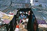 Moradores da favela de Heliópolis. São Paulo. 1994. Foto de juca Martins.