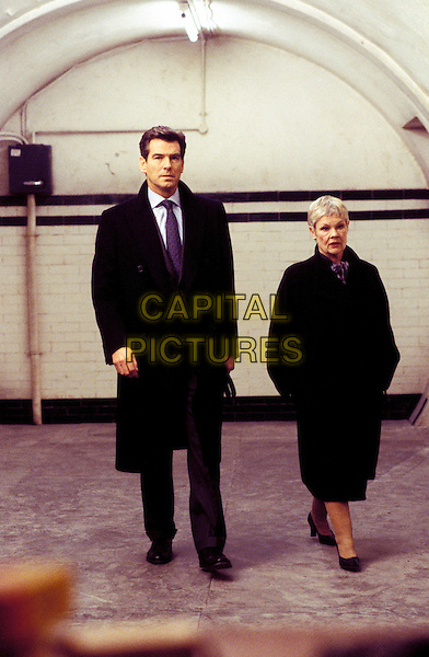 PIERCE BROSNAN & JUDI DENCH.in James Bond: Die Another Day.Ref: FBAW.*Film Still - Editorial Use Only*.www.capitalpictures.com.sales@capitalpictures.com.Supplied by Capital Pictures