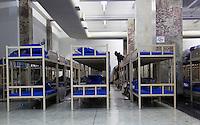 SÃO PAULO, SP, 22.06.2016 - CLIMA-SP- Vista do abrigo na Galeria Prestes Maia, no centro de São Paulo, que tem capacidade para abrigar 500 pessoas. Segundo funcionários, 270 moradores de rua passaram a madrugada desta quarta-feira (22) no local. O abrigo tem espaço para carroças e animais de estimação e funciona todos os dias, das 18h às 7h (Foto: Adailton Damasceno/Brazil Photo Press)