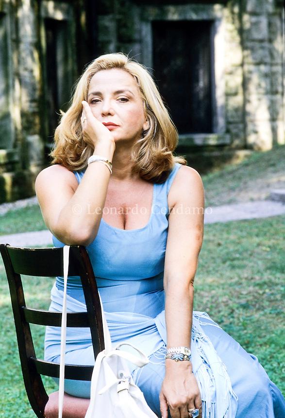 Simona Izzo (Roma, 22 aprile 1953) è un'attrice, doppiatrice, regista, scrittrice e sceneggiatrice italiana. Lido Venezia, 1997. © Leonardo Cendamo / rosebud2