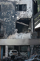SÃO PAULO,SP, 20.03.2016 - ACIDENTE-AVIÃO - Local da queda do avião do ex- presidente da Vale, Roger Agnelli. Sua mulher Andrea e os filhos João e Anna Carolina também morreram na queda do avião na tarde deste sábado, 19, no Jardim São Bento, zona norte de São Paulo. Outras três pessoas também morreram. Na queda, o avião caiu sobre uma residência, deixando um morador ferido. O acidente ocorreu logo após a decolagem, ainda nas proximidades do Aeroporto do Campo de Marte. Antes, o monomotor estava estacionado no hangar da Infraero. O voo tinha como destino o Aeroporto Santos Dumont, no Rio. O avião, de prefixo PRZRA, está registrado em nome de Agnelli. (Foto: Raphael Castello/Brazil Photo Press)