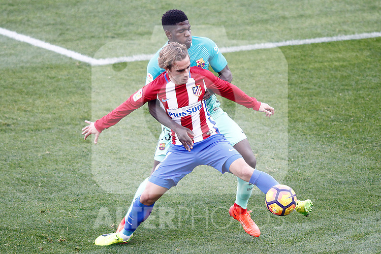 Atletico de Madrid's Antoine Griezmann (f) and FC Barcelona's Samuel Umtiti during La Liga match. February 26,2017. (ALTERPHOTOS/Acero)