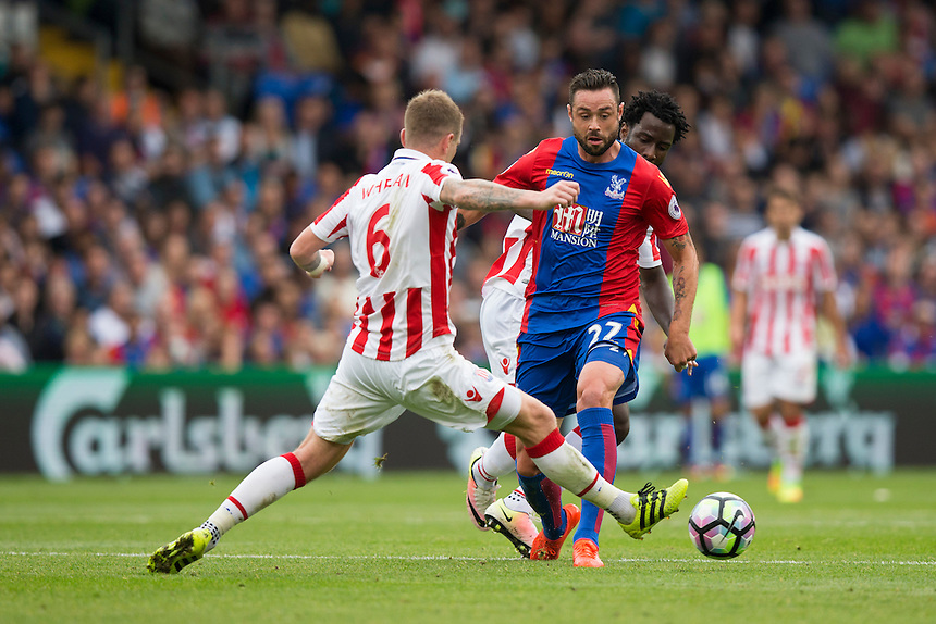 Crystal Palace's Damien Delaney under pressure from Stoke City's Glenn Whelan<br /> <br /> Photographer Craig Mercer/CameraSport<br /> <br /> The Premier League - Crystal Palace v Stoke City - Sunday September 18th 2016 - Selhurst Park - London<br /> <br /> World Copyright &copy; 2016 CameraSport. All rights reserved. 43 Linden Ave. Countesthorpe. Leicester. England. LE8 5PG - Tel: +44 (0) 116 277 4147 - admin@camerasport.com - www.camerasport.com