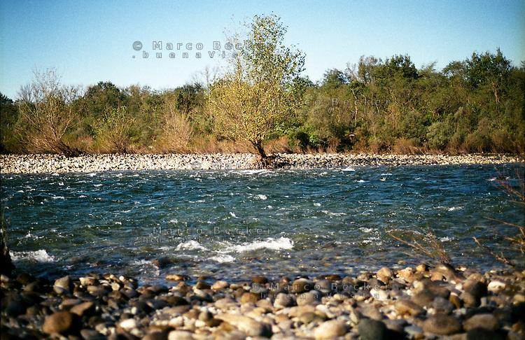 Il fiume Ticino presso Vizzola Ticino (Varese) --- Ticino river near Vizzola Ticino (Varese)