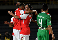 BOGOTA-COLOMBIA, 17-10-2019: Ronaldinho Gaucho ex jugador brasileño celebra conJosé Luis Caicedo de Independiente Santa Fe el gol anotado a Atlético Nacional, partido de exhibición entre Independiente Santa Fe y Atlético Nacional en el estadio Nemesio Camacho El Campín en la ciudad de Bogotá. / Ronaldinho Gaucho Brazilian former player celebrates with Jose Luis Caicedo of Independiente Santa Fe the goal scored to Atletico Nacional, during an exhibition match againts Atletico Nacional at the Nemesio Camacho El Campin stadium in Bogota city. / Photo: VizzorImage / Luis Ramírez / Staff.