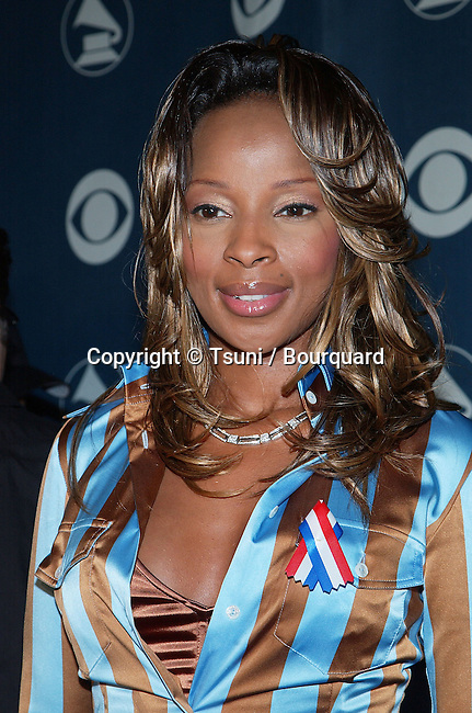 Mary J. Blige at news conference in Los Angeles Thursday, Oct. 18, 2001, to announce date and location of the 44th annual Grammy Awards. BligeMaryJ03.jpg