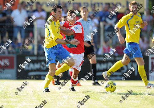 2012-07-24 / Voetbal / seizoen 2012-2013 / Kapellen - Antwerp FC / Kristof Imschot (l. Kapellen) in duel met Jordan Faucher..Foto: Mpics.be
