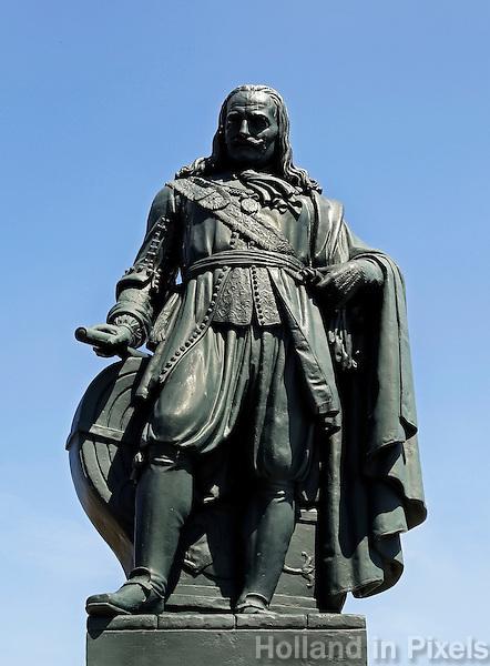 Vlissingen. Standbeeld van Michiel de Ruyter. Michiel de Ruyter is de bekendste zeeheld uit de Nederlandse geschiedenis
