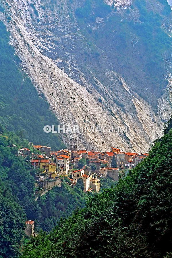 Montanhas de mármore em Carrara. Itália. 1998. Foto de Juca Martins.