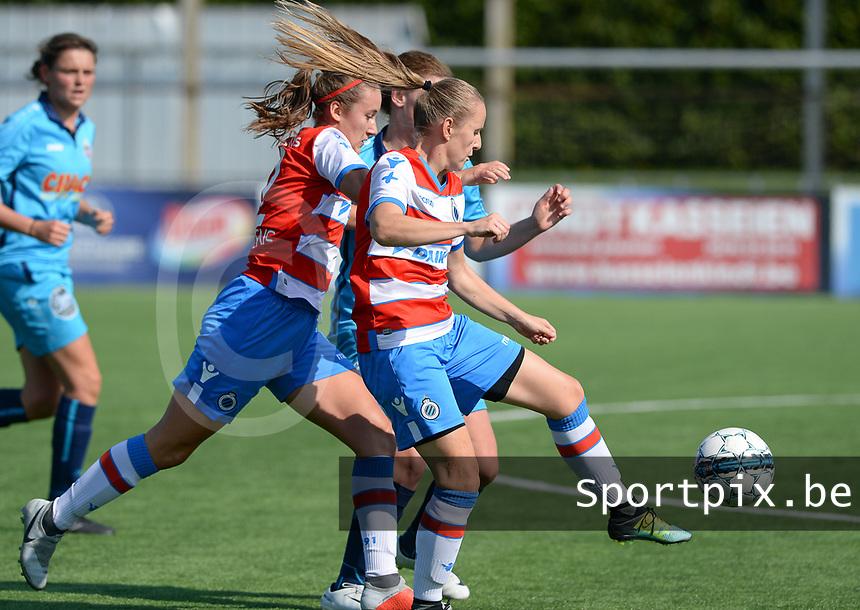Famkes Westhoek Merkem Diksmuide - Club Brugge Dames A :  Ellen Martens (links) in duel met Laura Delheye (r) en Elle Decorte (midden) <br /> Foto David Catry | VDB | Bart Vandenbroucke