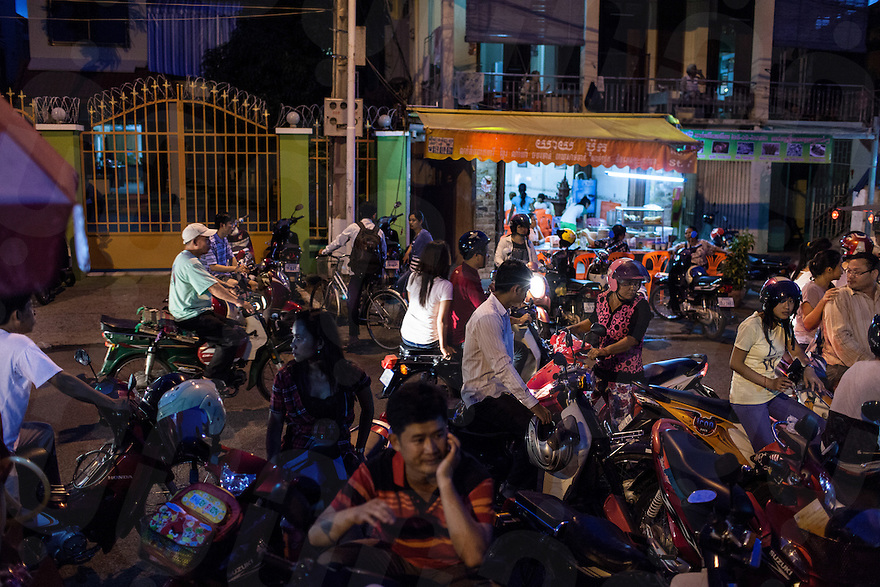 June 24, 2012 - Phnom Penh, Cambodia. People hang out in the evenings near a park in central Phnom Penh. © Nicolas Axelrod / Ruom