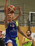 Essens Adrian Lind (Nr.31)  verteidigt von hinten gegen Schwelms N. Geske (Nr.7) beim Spiel in der Pro B, ETB Wohnbau Baskets Essen - EN Baskets Schwelm.<br /> <br /> Foto &copy; PIX-Sportfotos *** Foto ist honorarpflichtig! *** Auf Anfrage in hoeherer Qualitaet/Aufloesung. Belegexemplar erbeten. Veroeffentlichung ausschliesslich fuer journalistisch-publizistische Zwecke. For editorial use only.