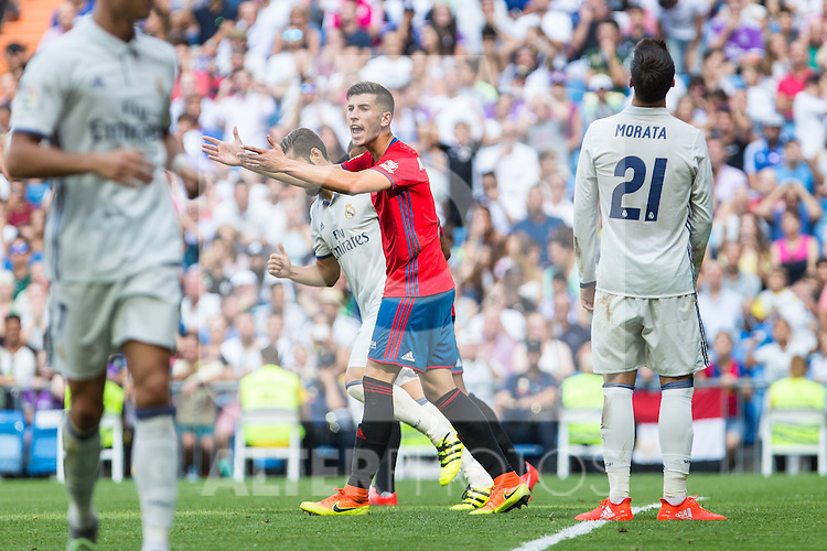 Club Atletico Osasuna's David Garcia during the match of La Liga between Real Madrid and Club Atletico Osasuna at Santiago Bernabeu Estadium in Madrid. September 10, 2016. (ALTERPHOTOS/Rodrigo Jimenez)