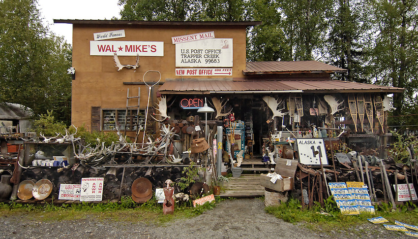 Wal*Mike's - Trapper Creek, Alaska.  Bob Gathany photo.