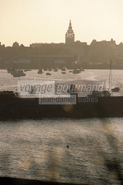 Europe/France/Bretagne/29/Finistère/Roscoff : Lumière du soir sur le port