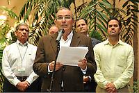 LA HABANA-CUBA-21-03-2013: Humberto de la Calle, jefe del equipo negociador del gobierno en los diálogos por la paz con las Fuerzas Armadas Revolucionarias de Colombia (FARC), da declaraciones luego de terminar una nueva ronda de diálogos con las FARC. Los diálogos continuaran el próximo 2 de abril .  (Foto VizzorImage/-Omar Nieto/Gob. Colombia / SOLAMENTE PARA USO EDITORIAL). Humberto de la Calle, chief negotiator of the government for peace talks with the Revolutionary Armed Forces of Colombia (FARC), gives declarations after completing a new round of talks with the FARC, the talks will continue next April 2. (Photo: VizzorImage / Gob. Colombia-Omar Nieto / EDITORIAL USE ONLY.).