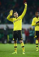 FUSSBALL   1. BUNDESLIGA   SAISON 2012/2013    18. SPIELTAG SV Werder Bremen - Borussia Dortmund                   19.01.2013 Nuri Sahin (Dortmund) bedankt sich nach dem Abpfiff bei den Fans