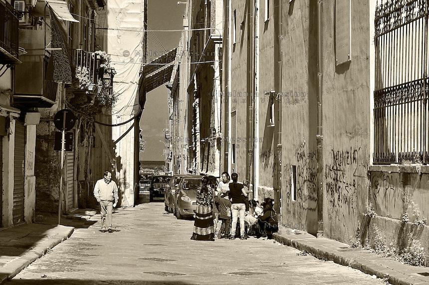 Palermo, alley in the historic city center: Via Alloro.