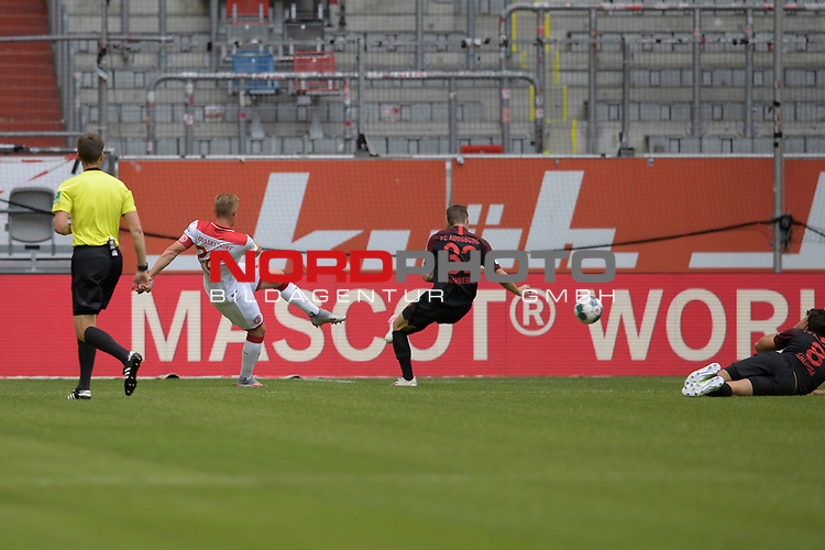 Rouwen HENNINGS (Fortuna Duesseldorf) schiesst das Tor zum 1-1,<br />