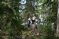 20140806 Vilda-l&auml;ger p&aring; Kragen&auml;s. Foto f&ouml;r Scoutshop.se<br /> scout, scouter, g&aring;, vandra, skog, tr&auml;d