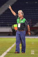 BARRANQUIILLA -COLOMBIA-11-02-2015. Fernando Castro técnico del Deportivo Cali da instrucciones durante el encuentro con Uniautónoma por la fecha 3 de la Liga Aguila I 2015 jugado en el estadio Metropolitano de la ciudad de Barranquilla./ Fernando Castro coach of Deportivo Cali gives directions during match against Uniautonoma for the third date of the Aguila League I 2015 played at Metropolitano stadium in Barranquilla city.  Photo: VizzorImage/Alfonso Cervantes/STR