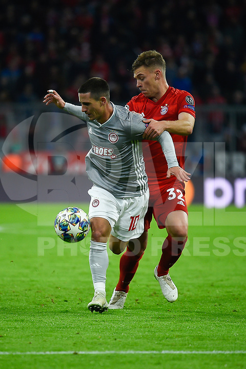 MUNIQUE, ALEMANHA, 06.11.2019- UEFA CHAMPIONS LEAGUE: Podence do Olympiacos (E) e Kimmich do Bayern (D) durante a partida do grupo B da UEFA Champions League entre o Bayern e Olympiacos no Allianz Arena, em Munique, Alemanha, nessa quarta 06. (Foto: Bruno de Carvalho / Brazil Photo Press)