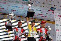 COLOMBIA. 17-08-2014. Oscar Sevilla (C), Campeón, Luis Fernando Camargo (Izq) Subcampeón y  Alexis Camacho (Der) tercero de la clasificación general de la Vuelta a Colombia 2014 en bicicleta que se cumple entre el 6 y el 17 de agosto de 2014. / Oscar Sevilla (C), Campeón, Luis Fernando Camargo (L) Subchampion and  Alexis Camacho (R) third of the general clasification of the Tour of Colombia 2014 in bike holds between 6 and 17 of August 2014. Photo:  VizzorImage/ José Miguel Palencia / Str