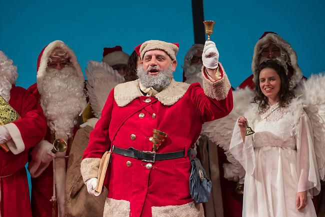 """Pressekonferenz """"Berliner Weihnachtsmann knackt weiter Nuesse"""" am Donnerstag den 8. November 2018.<br /> Die Akteure setzen die Tradition der studentischen Weihnachtsmann- und Weihnachtsdarsteller*innen-Vermittlung fuer den Heiligen Abend und in der Vorweihnachtszeit fort! Wir informieren wo, wann, wie und zu welchen Konditionen Weihnachtsmaenner, -frauen, Engel, Elfen, Nikolaus und Knecht Ruprecht gebucht und bestellt werden koennen.<br /> In diesem Jahr werden ueber das Berliner Studentenwerk keine Weihnachtsmaenner mehr vermittelt, so dass z.B. ueber das Netzwerk Weihnachten e.V. Interessierte zum Weihnachtsfest die Weihnachtsmaenner buchen muessen.<br /> 8.11.2018, Berlin<br /> Copyright: Christian-Ditsch.de<br /> [Inhaltsveraendernde Manipulation des Fotos nur nach ausdruecklicher Genehmigung des Fotografen. Vereinbarungen ueber Abtretung von Persoenlichkeitsrechten/Model Release der abgebildeten Person/Personen liegen nicht vor. NO MODEL RELEASE! Nur fuer Redaktionelle Zwecke. Don't publish without copyright Christian-Ditsch.de, Veroeffentlichung nur mit Fotografennennung, sowie gegen Honorar, MwSt. und Beleg. Konto: I N G - D i B a, IBAN DE58500105175400192269, BIC INGDDEFFXXX, Kontakt: post@christian-ditsch.de<br /> Bei der Bearbeitung der Dateiinformationen darf die Urheberkennzeichnung in den EXIF- und  IPTC-Daten nicht entfernt werden, diese sind in digitalen Medien nach §95c UrhG rechtlich geschuetzt. Der Urhebervermerk wird gemaess §13 UrhG verlangt.]"""