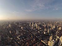 SAO PAULO, SP, 28/03/2013, CLIMA TEMPO. São Paulo amanheceu com poucas nuvens no  céu nessa Quinta-Feira (28), vespera de Feriado prolongado da Páscoa foto áerea na região da Moóca. LUIZ GUARNIERI/ BRAZIL PHOTO PRESS.