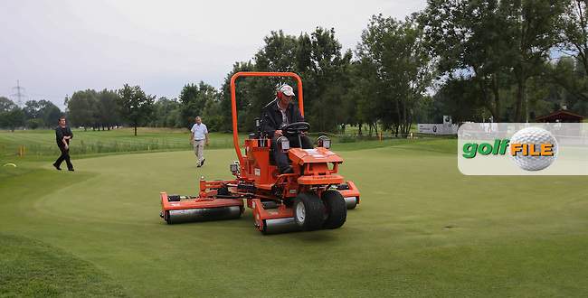 Green cutting and rolling ahead of Round Three of the 2015 BMW International Open at Golfclub Munchen Eichenried, Eichenried, Munich, Germany. 27/06/2015. Picture David Lloyd | www.golffile.ie