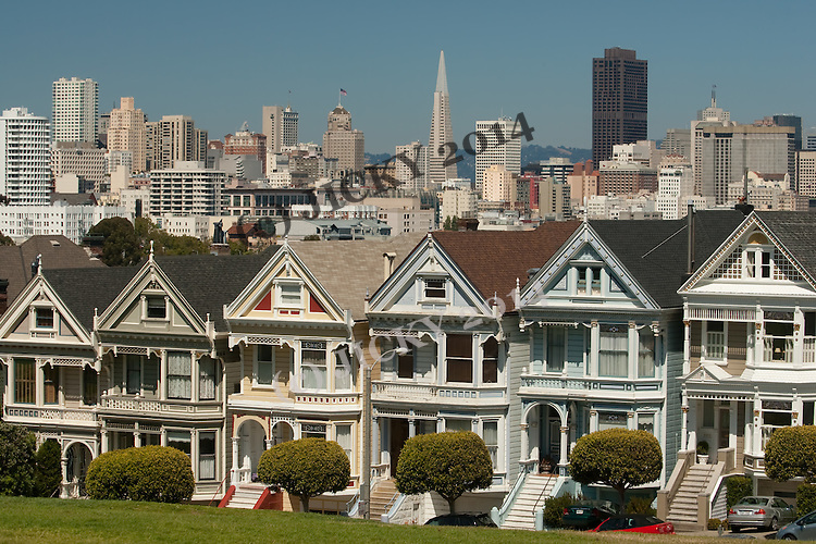 Victorian houses (Painted Ladies) along Steiner Street with downtown San Francisco seen from Alamo Square.