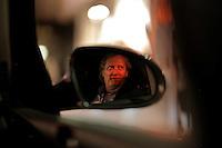 Morten Haukeland fra Sentrum Politistasjons etteretningsavdeling følger med på utelivet i Oslo sentrum. . (Foto:Fredrik Naumann/Felix Features)