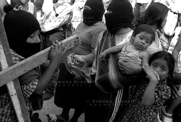 """Messico, Palenque,Gennaio 2006. L'altra campagna.Il """"delegato zero"""" (subcomandante Marcos) dell'Esercito Zapatista di Liberazione Nazionale, nel giro che toccherà molti stati del Messico.Mexico,  January 2006.""""The Other Campaign."""".The """"Delegate Zero (Subcomandante Marcos) of the Zapatista Army of National Liberation, in a matter that touches many states of Mexico.."""