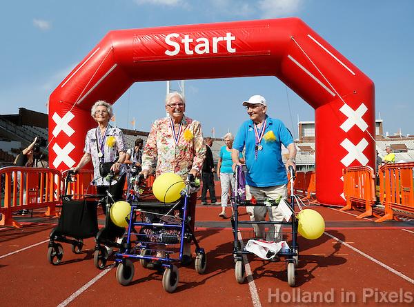 Amsterdam-  De eerste Landelijke Rollatorloop in het Olympisch Stadion. Mensen met een rollator lopen verschillende afstanden. Start en Finish in het Olympisch Stadion. Na afloop krijgen alle deelnemers een medaille